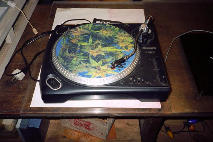 http://www.dennisduijnhouwer.com/files/gimgs/108_weed-turntable01b.jpg