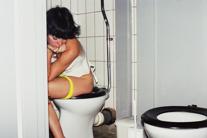 http://www.dennisduijnhouwer.com/files/gimgs/83_83jo-toilet01b.jpg